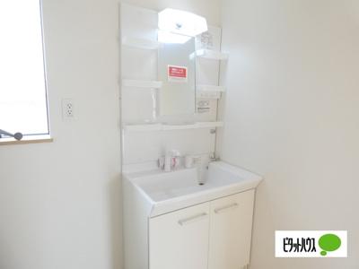 【1号棟】洗面室 白基調の清潔感のある洗面室☆彡