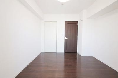約6.8帖の洋室です。個人のお部屋に丁度良い広さです。