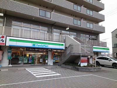 ファミリーマート鷲津駅前店まで1400m