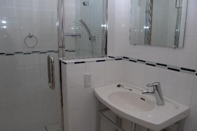 鏡付きの洗面台(同一仕様)