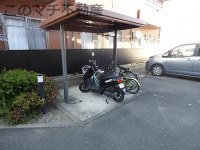 バイク置場(屋根付き)