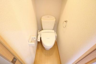 温水洗浄便座つきなので衛生的です。