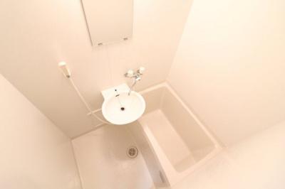 浴室はサーモスタット付き水栓なので、温度調節も便利です。