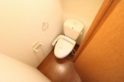 温水洗浄便座つきで衛生的です。