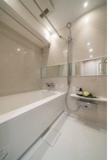 ゆったり過ごせるお風呂です。浴室乾燥機能付。 ユニットバスは新規交換済みです。