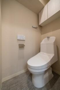 ウォシュレット一体型トイレに新規交換済みです。