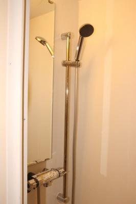 シャワールームとトイレが分かれているのでバストイレ別でお探しの方にもおすすめ☆(同一仕様写真)