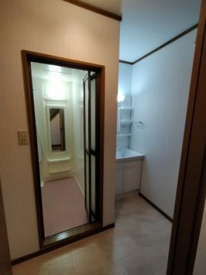 1階にある洗面、ランドリースペースです。