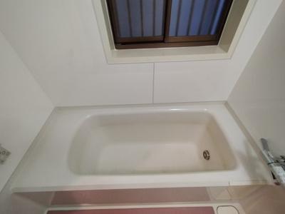 浴槽は足を伸ばして浸かっていただけ疲れもとれますよ♪