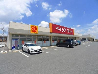 ベイシアマート太田富沢店まで700m