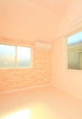 2面採光の明るい室内
