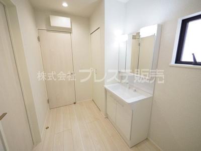 現地写真(2号地洗面)シャワー付き洗面化粧台