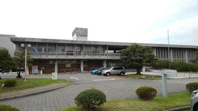 富山県立図書館まで750m
