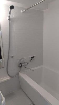リフォーム済みの浴室は快適です。毎日のバスタイムが楽しみになりますね。