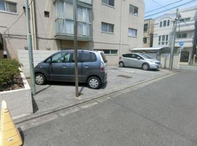 新小岩ハイツの駐車場です。