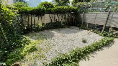 庭付き物件です!ここで、ご家族の趣味にいかがですか☆家庭菜園・ゴルフ・プールなどおすすめポイントです。