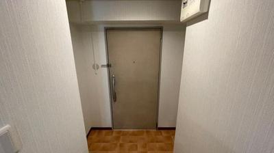 玄関内になります。広くて朝のラッシュも使いやすい空間です。