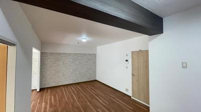 洋室1、6帖ですが、広めの印象です♪ いろんなテイストのお部屋が作れそうですね♪