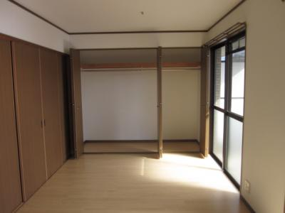 同じ間取りの別の部屋の写真です。大型クローゼットあります。