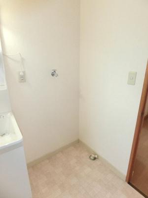 洗面台横は、洗濯機置き場になります
