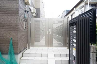 【エントランス】ウェルスクエア若林 築浅 駅近 浴室乾燥機 宅配BOX