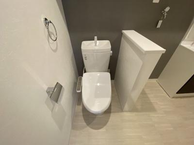 温水洗浄便座◆トイレ横に壁があるので、なんだか安心