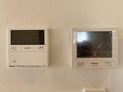 給湯器リモコン◆モニター付インターホン◆録画機能もあるので、防犯面も安心