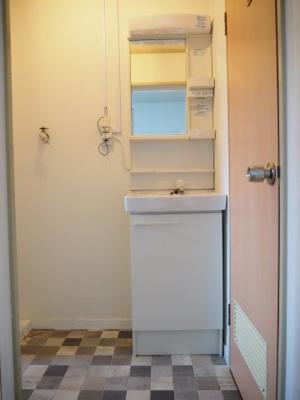 必要機能が備わったコンパクトな洗面台です