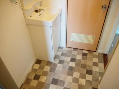 洗濯機置場は室内にあります