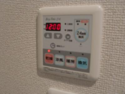 雨の日のお洗濯に便利な「浴室乾燥機」あります。