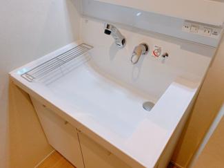 明るい洗面所です同型タイプ