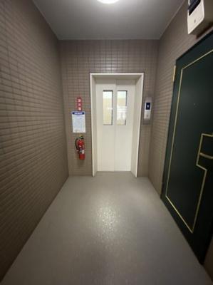 エッレベーター1基