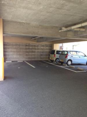 敷地内に駐車場があります♪