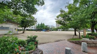 マンション前の公園です