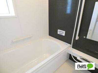 【3号棟】浴室 くつろげる広さ1坪浴室♪足を延ばして一日の疲れを癒しましょう♪
