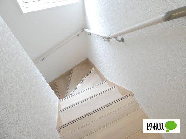 【3号棟】階段 手すりがついてお子様やご年配の方にも安心☆彡