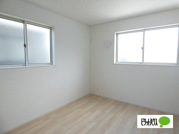 【3号棟】洋室 明るい床材を採用した洋室♪