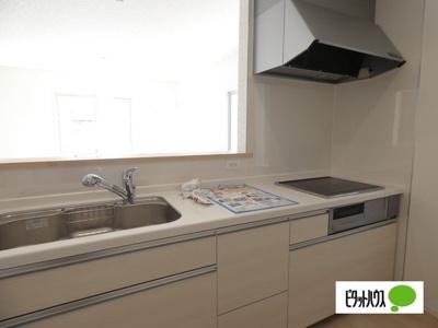 【3号棟】キッチン キッチントップは使い勝手の良い人造大理石仕様☆彡