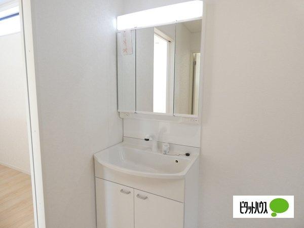 【4号棟】洗面室 白基調の清潔感のある洗面室☆彡