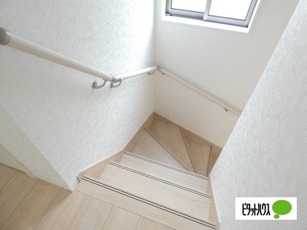 【4号棟】階段 手すりがついてお子様やご年配の方にも安心☆彡