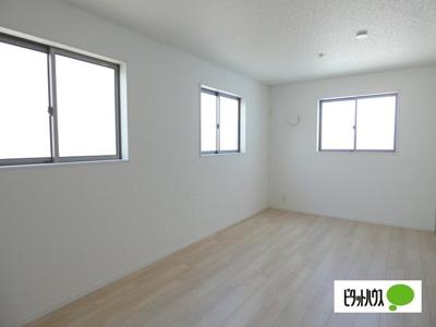 【4号棟】洋室 明るい床材を採用した洋室♪