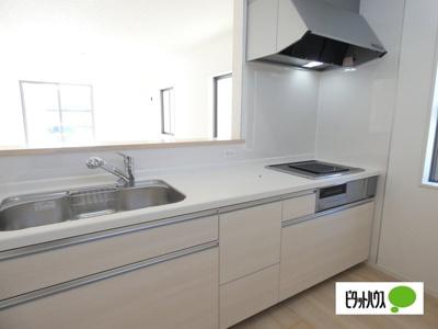 【4号棟】キッチン キッチントップは使い勝手の良い人造大理石仕様☆彡