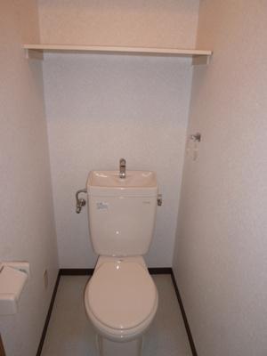 トイレは収納板付き!