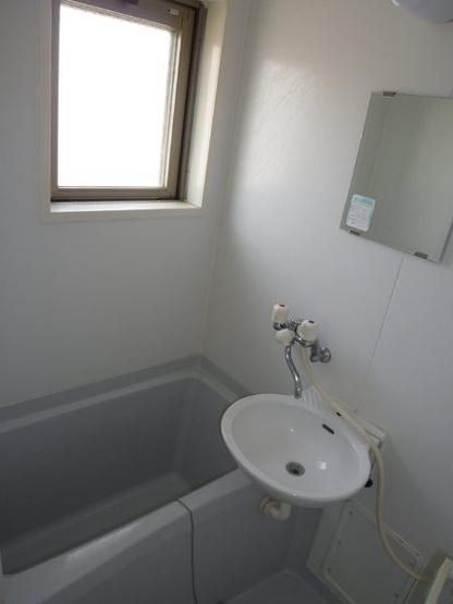浴室にも窓(西)