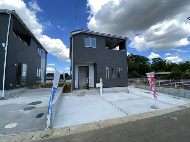 敷地は約40.8坪から41.9坪と広くカースペース2台可能です。