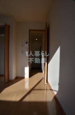 お部屋から玄関に向けて。