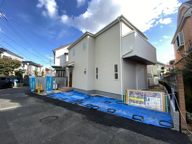 同社同仕様施工例です。京成本線「鬼越」駅徒歩16分の全2棟の新築一戸建てです。