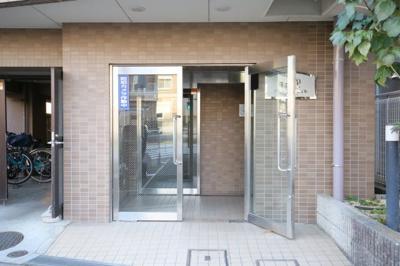 【エントランス】プレール新宿余丁町