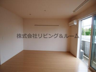 【居間・リビング】ロイヤルスクエア D