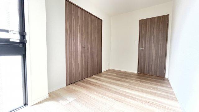 6.1帖洋室は朝日が差し込むので主寝室として活用もおすすめです♪